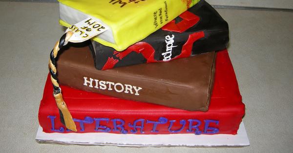 торт для учителя в виде стопки книг