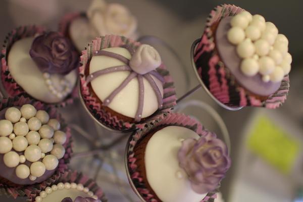 красивые порционные пирожные капкейки