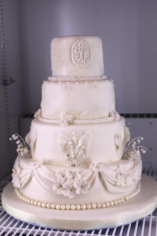 красивый белый свадебный торт на заказ минск