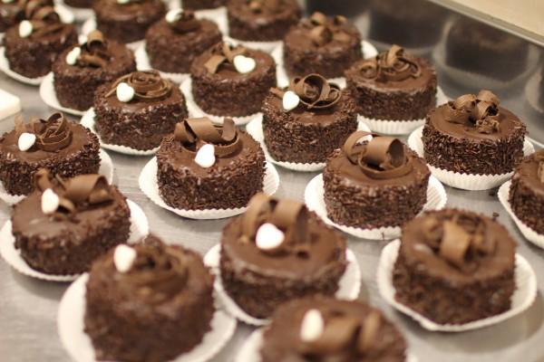 изысканный шоколадный десерт на свадьбу