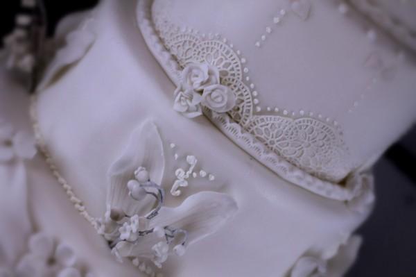 белый свадебный торт с кружевом лучший торт на свадьбу