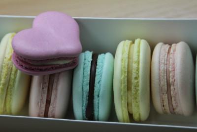 Macaron с сердечком в коробке