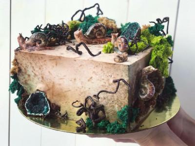Торт с улитками