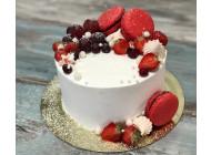 Торт с красными макаронс и виноградом