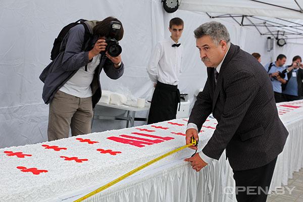 гигантский торт