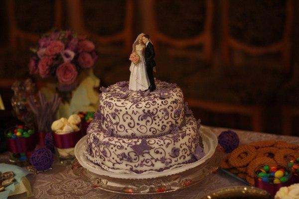 торт с фигуркой на свадьбу сиреневые тона фиолетовый лиловый минск