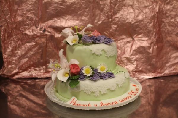 торт с цветами свадебный на годовщину 35 лет