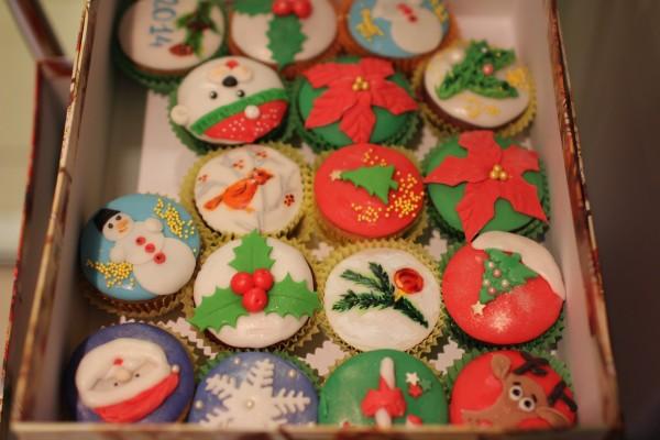 пирожные праздничное оформление новогодние капкейки