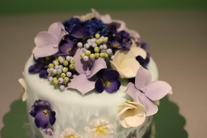 красивый торт с синими цветами подарок на юбилей