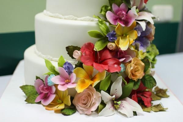 сахарные цветы на торте