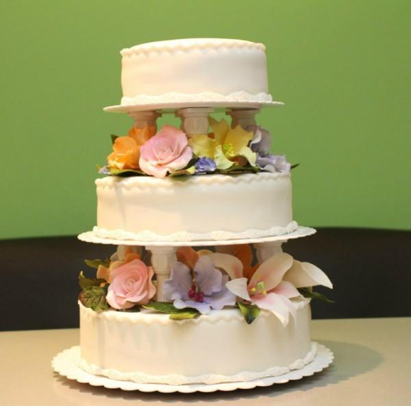 торт с подставками с цветами многоярусный красивый