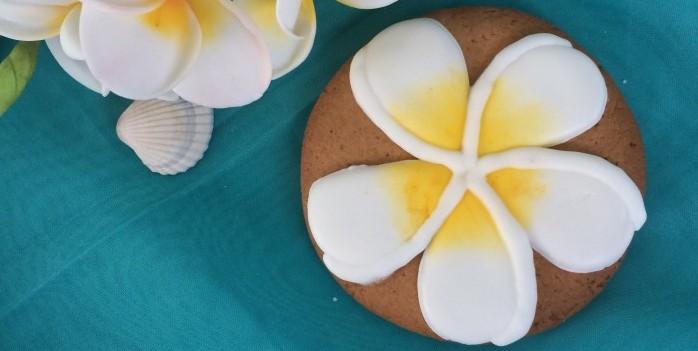 печенье с росписью франжипани