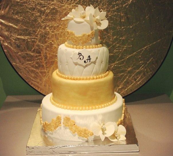 красивый золотой торт на свадьбу