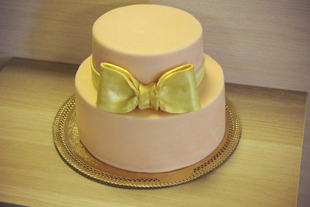 стильный торт с бантом