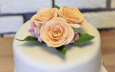 Торт на свадьбу в нежных тонах
