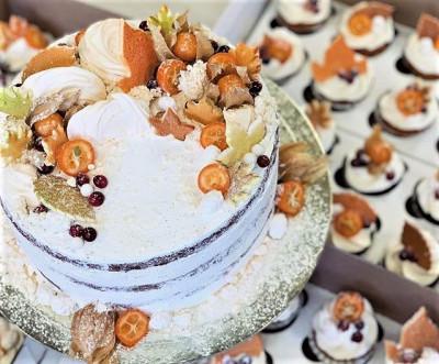 Корпоративный торт с капкейками