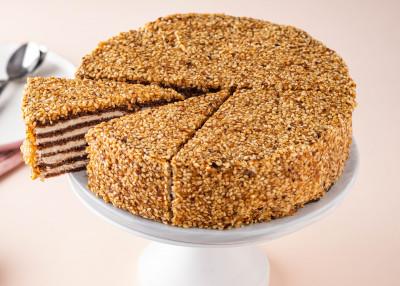 Слоенный шоколадный торт
