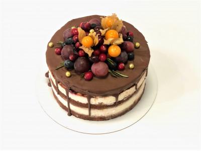Торт с зимним ягодным декором
