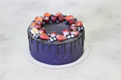"""Торт """"Чёрный с фруктами"""""""