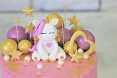 Детский торт с маленьким единорогом