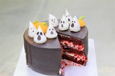 Торт с приведениями