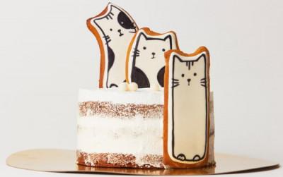 Торт с пряниками-котиками