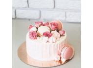 Торт с нежным декором